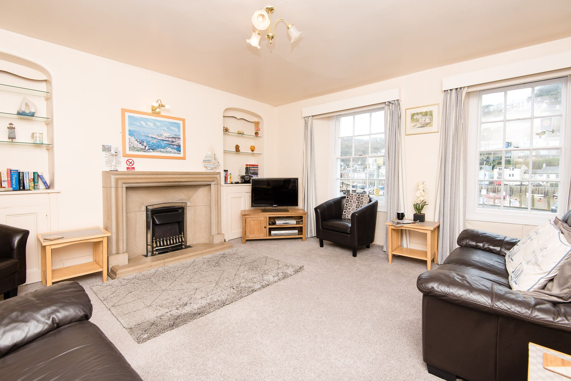 Quayview Apartment in Looe living room