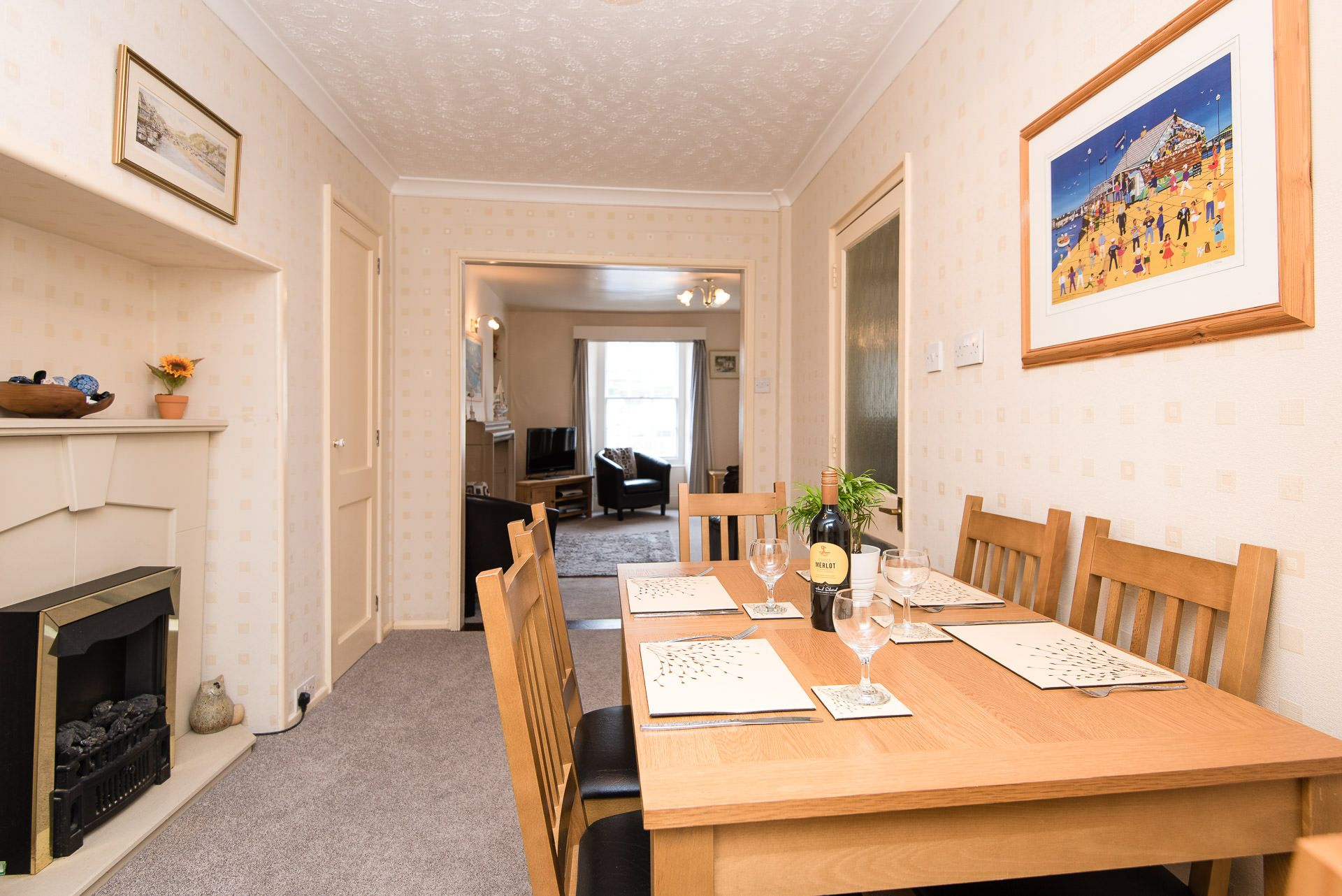 Quayview Apartment in Looe dining room