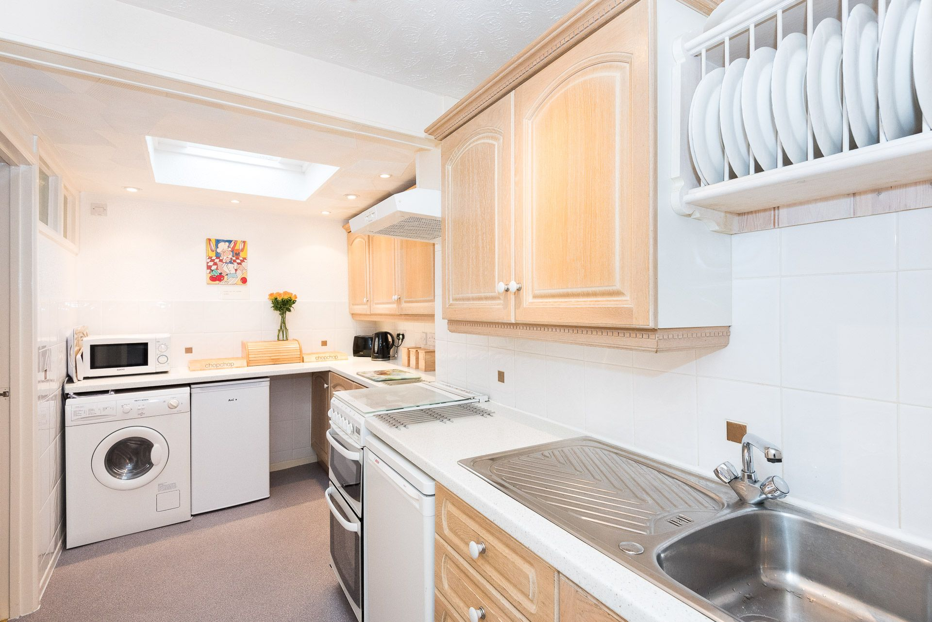 Quayview Apartment in Looe kitchen area