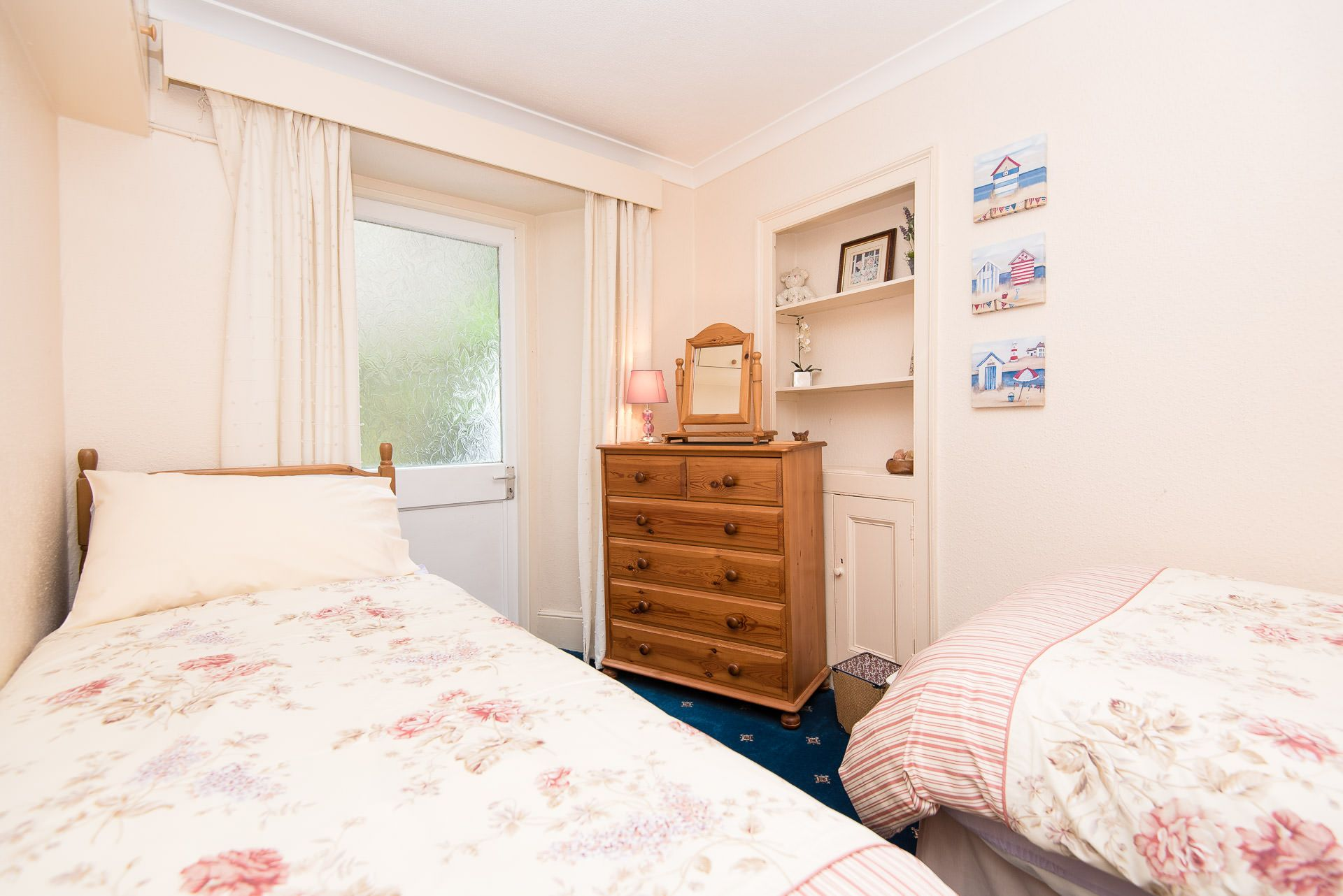 Quayview Apartment in Looe twin room